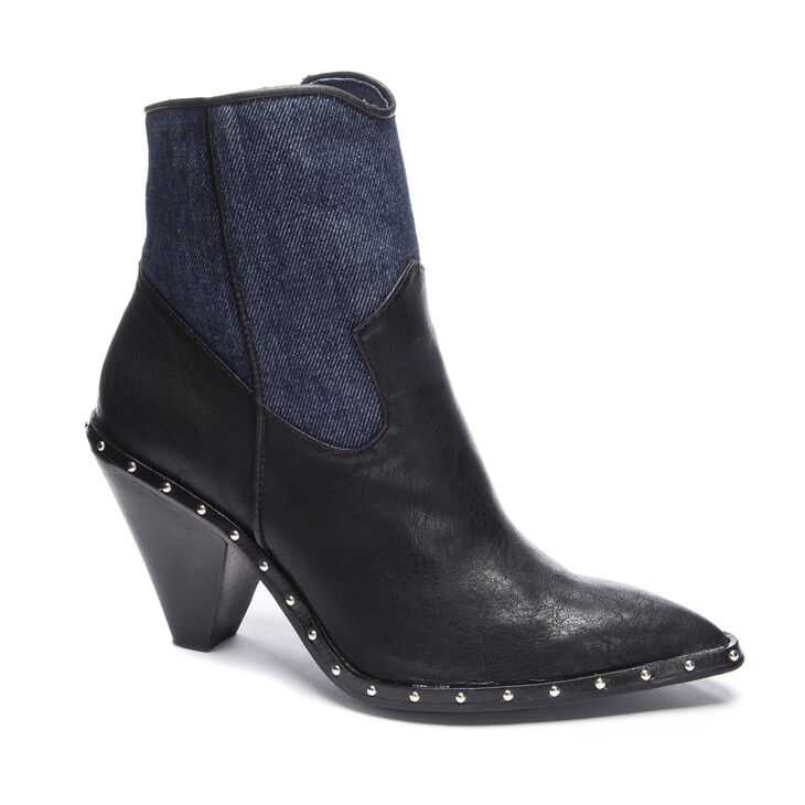 Chinese Laundry Ramble Boots in Navyblack