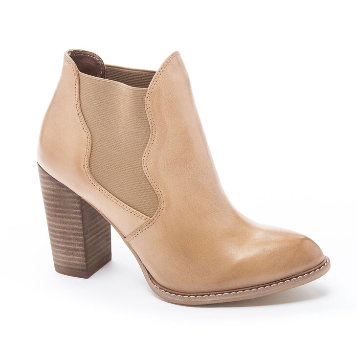 Chinese Laundry Zealous Boots in Cognac