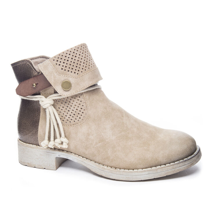 Chinese Laundry Tumbler Boots in Tan