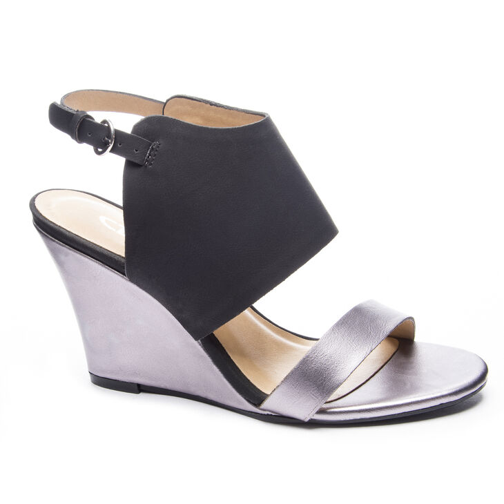 Chinese Laundry Baja Sandals in Pewter/black